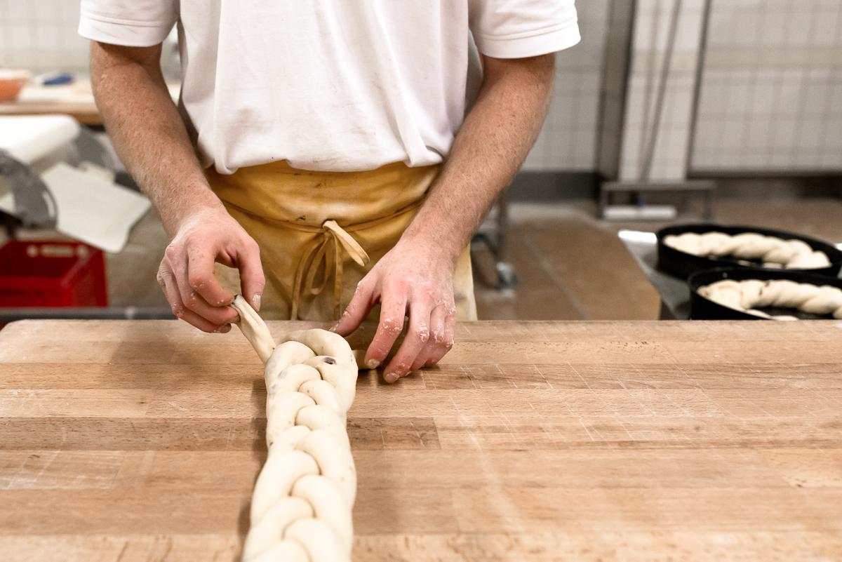 bäckerei-padeffke-zopf-backen
